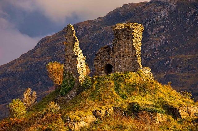 Kyleakin Castle, Pic credit: Flickr Oliver Clarke