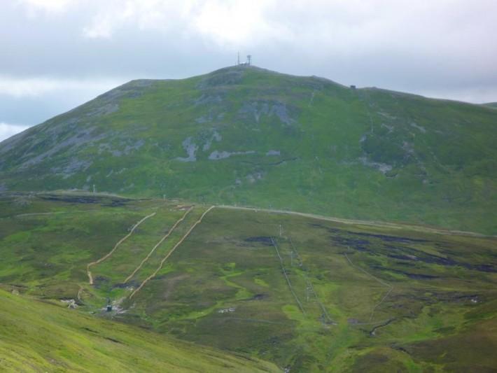 The_Cairnwell_(An_Càrn_Bhailg)_(Cairngorm_Mountains,_Aberdeenshire,_Scotland)