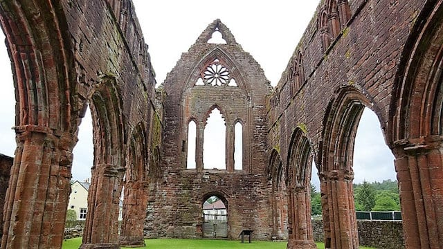 Sweetheart Abbey, New Abbey. Credit: Rosser1954